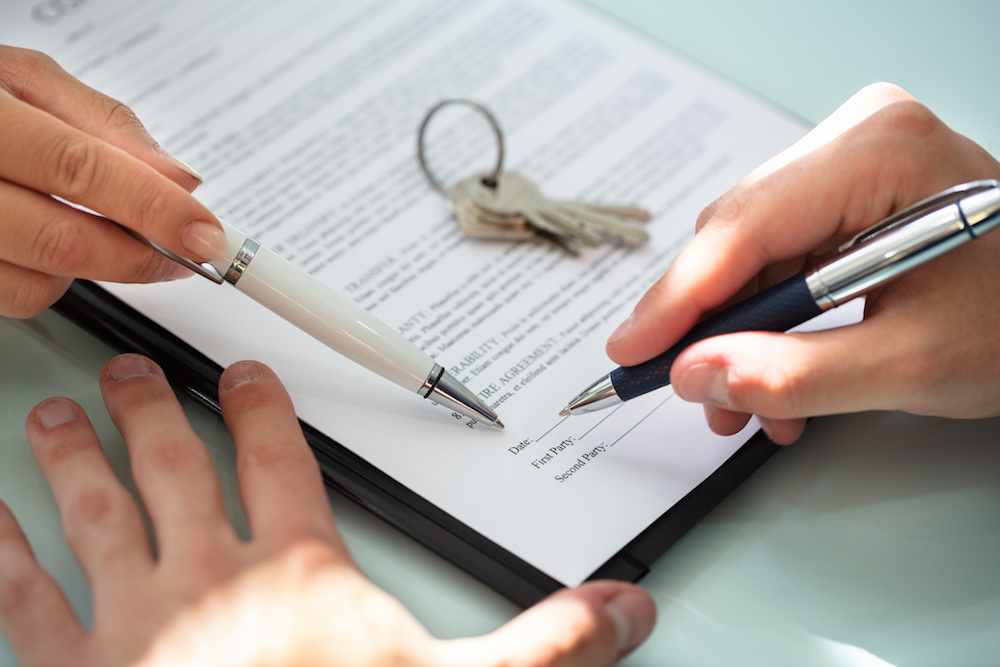 landlord and tenant signing a new commercial lease discussing their relationship